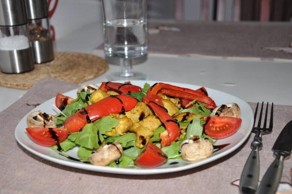 Sałatka z grillowana papryka