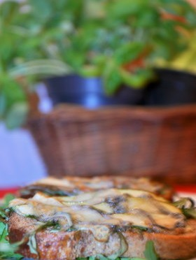 Grzanki z gruszką i gorgonzolą