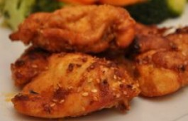 Pikantny kurczak w miodzie i sezamie