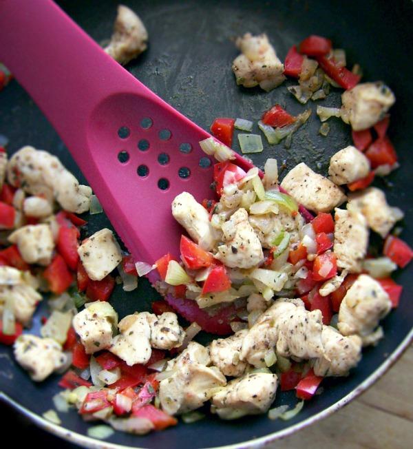 Bakłażan z kurczakiem i papryką zapiekany z mozzarellą