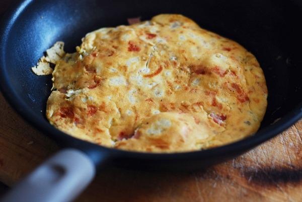 Omlet z szynką i kalafiorem