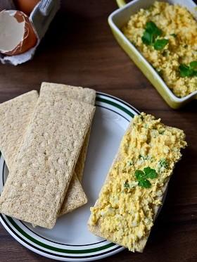 pasta-jajeczna-z-kolendra-i-curry