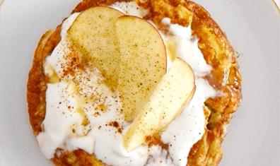 Omlet jabłkowo-cynamonowy