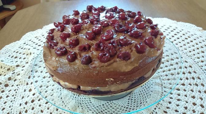 Wegański tort wiśniowo- czekoladowy