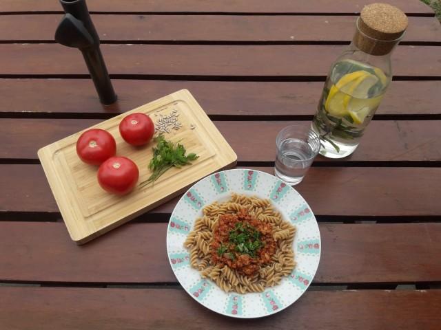 spaghetti z makaronem peąnoziarnistym
