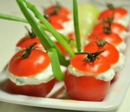 Pomidorki faszerowane serkiem
