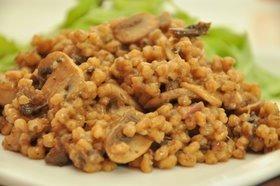 Pęczak z grzybami na sposób włoski