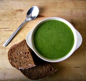 Zupa krem z zielonego groszku i brokułów