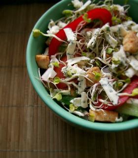 salatka z pikantnym kurczakiem