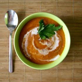 Pomidorowa zupa krem z soczewicą i chrzanem