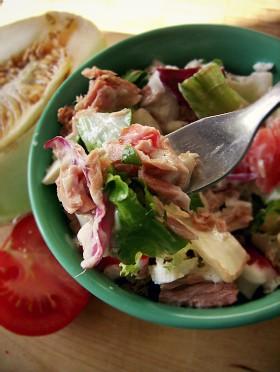 Sałatka z tuńczykiem, twarogiem i melonem